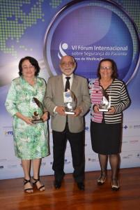 Farmacêuticos agraciados com o Prêmio Michael Cohen: Ivonete Batista, Tarcisio Palhano e Lúcia Noblat